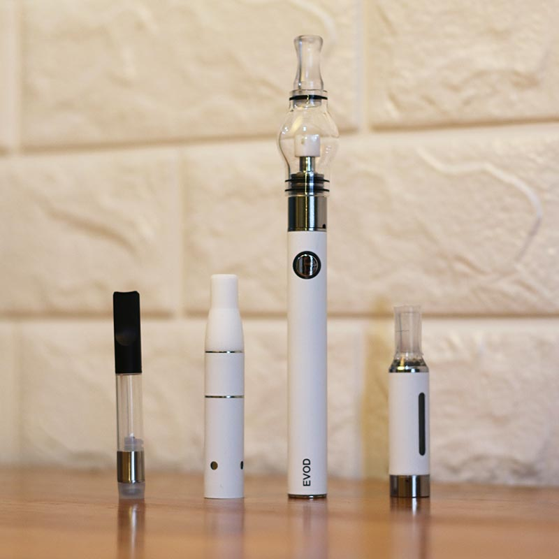 how to put liquid in evod vape